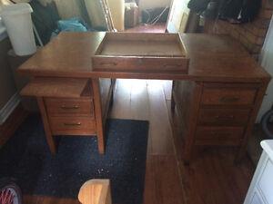 Antique wooden desk Kawartha Lakes Peterborough Area image 2