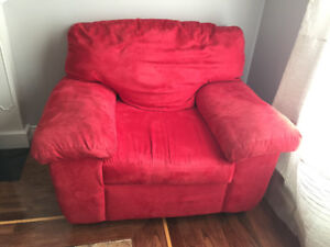 OVERSIZED RED CHAIR