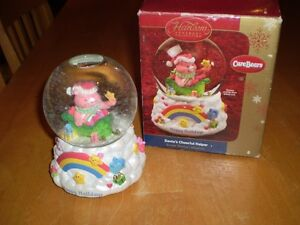 CARE BEAR CHRISTMAS MUSICAL WATER GLOBE