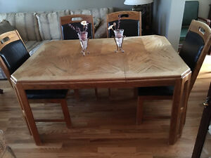Dining table with 6 chairs West Island Greater Montréal image 2