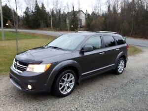 Dodge Journey R/T V6 AWD 4x4. DVD. Navigation (GPS). Bluetooth.