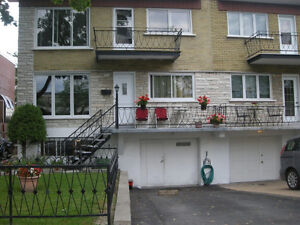 5 1/2  haut duplex rue Amos pr St-Gertrude 3 cc ferm514-294-7800