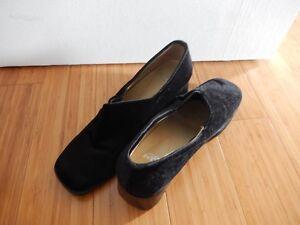 chaussure de velours noir talon 2 pouces grandeur 8.5