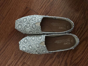 Girls Size 2 Sparkly Silver TOMS - brand new!! Kingston Kingston Area image 1