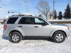 2009 Ford Escape XLT*4x4*Low Km's*Remote start*Accident free*