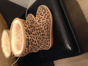 Ugg Style -  Pika Boots - size 7