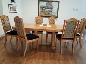 Beautiful solid oak dining room suite