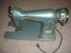 VINTAGE MORSE model 2000  Deluxe Precision Sewing Machine