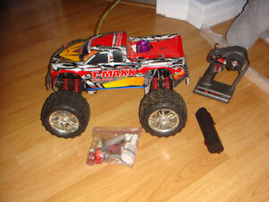 RC MINT CONDITION TRAXXAS NITRO TMAXX ALMOST NEW ENGINE