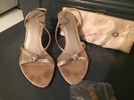Ravel shoes size 5 with matching bag