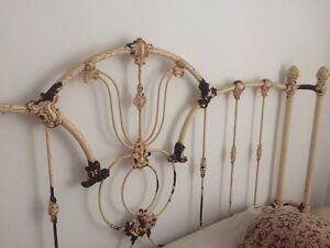 Tête de lit antique en fer forgé