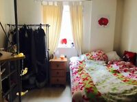 A double room in a modern flat in central Reading