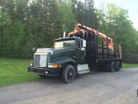 INTERNATIONAL CAMION BOIS AVEC CLAM / LOG TRUCK WITH CLAM