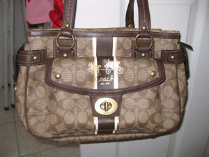 AUTHENTIC COACH gorgeous handbag !! never used.