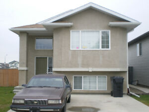 Clean West Side Full House Close to the University of Lethbridge