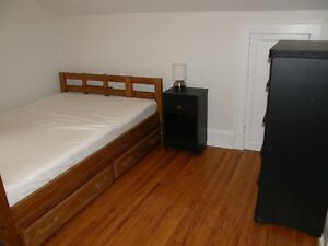 Free UNLIMITED Wi-Fi, room for rent in Lindsay! Kawartha Lakes Peterborough Area image 1