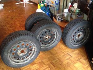 """ensemble de pneus hiver + rims (4 trous) 15"""""""