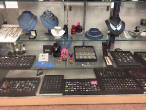 LARGE SELECTION OF SILVER RINGS, CHAINS, PENDANTS AND MORE