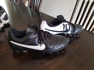 Soccer Cleats - NIKE - Youth Size 6