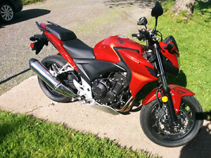 Like new 2014 Honda cb500F