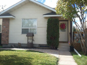 RENOVATED 3 BDR MAIN FLOOR - SHAWNESSY (SW) - CLOSE TO LRT