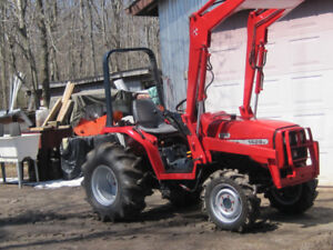 MF 1428 Compact 4x4 Tractor with Loader