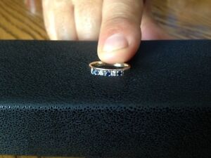 14kt Yellow Gold Diamond and Sapphire Ring Band AS NEW