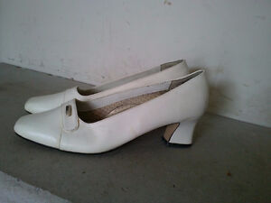 Women's white pumps sandals heels Size 7 London Ontario image 3