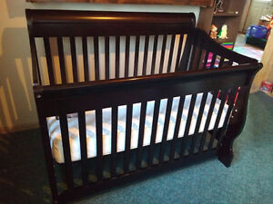 Crib and changing table 500 OBO
