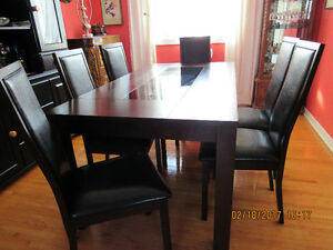 Like New Mahogany+Smoky Glass wooden dining table & 6 chairs