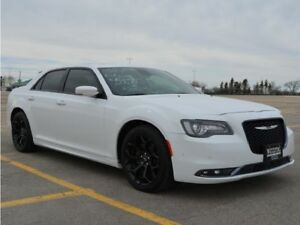 2016 Chrysler 300 S w/HEMI *DEMO*