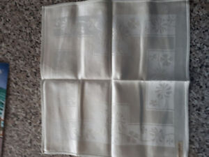 NEW- VINTAGE MADE IN OCCUPIED JAPAN DAMASK LINEN NAPKINS (4)