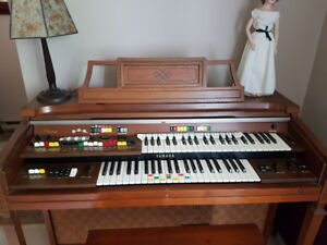 Yamaha Electric C-40 Organ