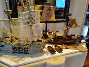 Bateaux (2) de pirates et plusieurs accessoires