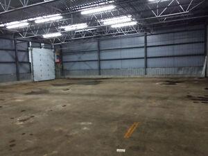 Entrepôt commercial de 4 500 pieds carrés