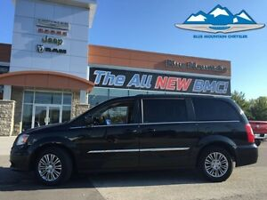 2015 Chrysler Town  Country Touring-L  ACCIDENT FREE, LEATHER, W