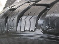 2 Goodyear Ultra Grip (235 75 R15) Pick up Jeep Escape (80$ / 2)