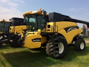 New Holland CR940 Twin Rotor Combine