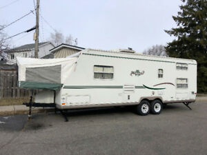 2005 Shamrock by Forest River 4 bunk semi hybride