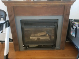Natural gas fireplace and mantel euc