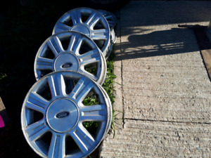 RIMS FOR A TAURIS FORD
