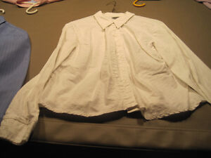 7 Women's Button Down Shirts Cornwall Ontario image 4