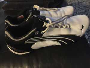 PUMA RUNNERS USED ONCE OR TWICE LIKE MEW  size 81/2 but fit smal