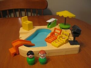 VINTAGE FISHER PRICE LITTLE PEOPLE SWIMMING POOL RARE
