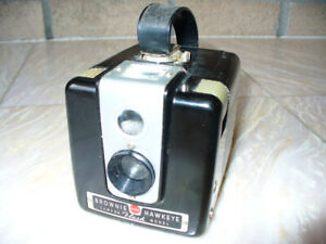 Vintage Kodak Brownie Hawkeye Film Camera Flash Model