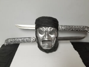 Mask with 2 swords