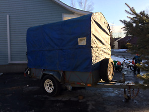 Remorque utilitaire couvert 4'X8'  Covered 4'X8' utility trailer