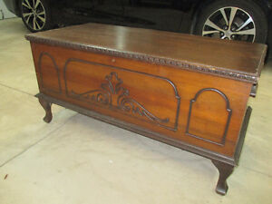 ANTIQUE HOPE CHEST CEDAR LINED