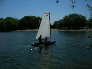 Trimaran sailboat with dolly