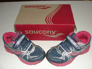 Girls Saucony Size 11M CAN / 28 EU Shoes